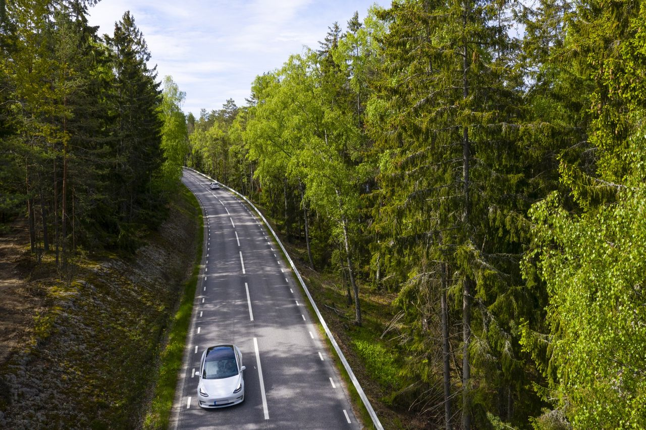 Koldioxidutsläpp från nya bilar har minskat rejält