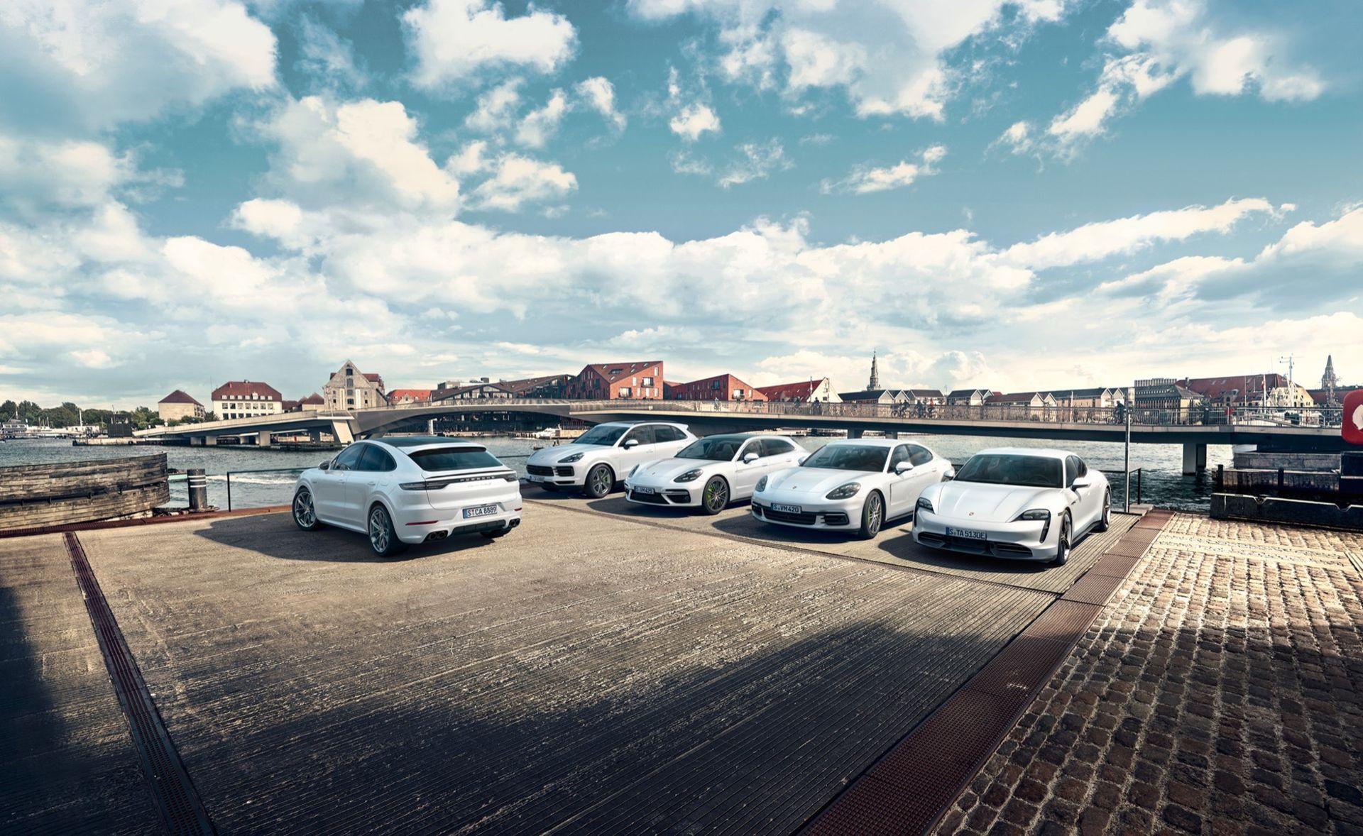 Varannan ny Porsche i Sverige är nu laddbar