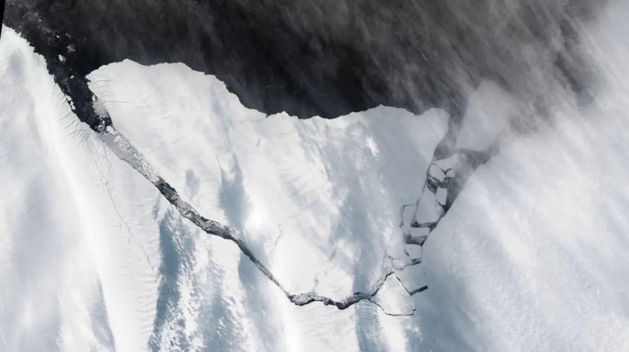 Kolla in det enorma isberget som brutits loss från Antarktis