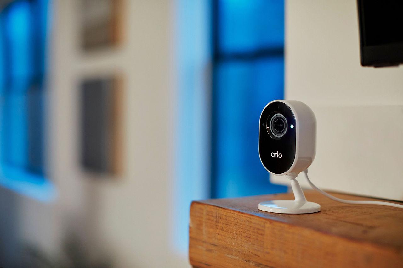 Arlo presenterar nya kameran Essential Indoor Camera
