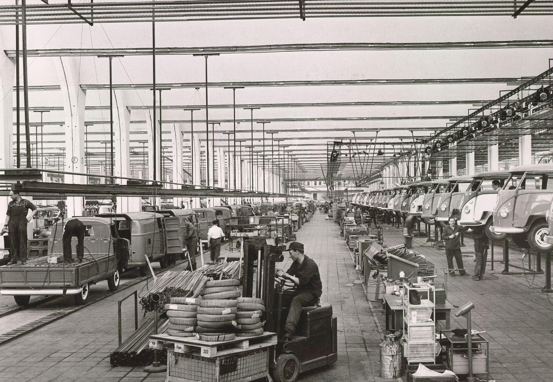 Tut i luren! 65 år sedan den första folkabussen byggdes!
