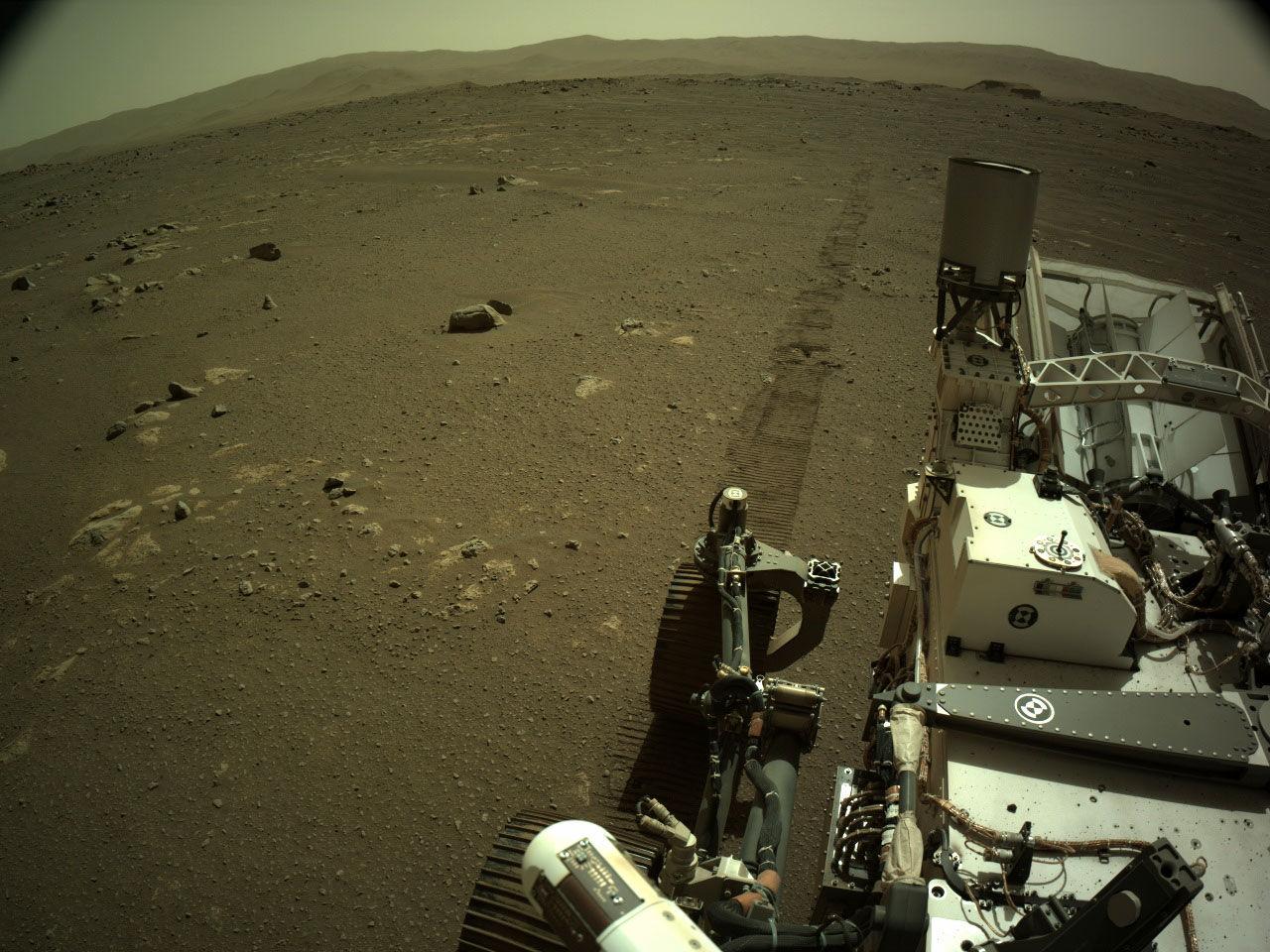 Så här låter det när Perseverance susar fram på Mars