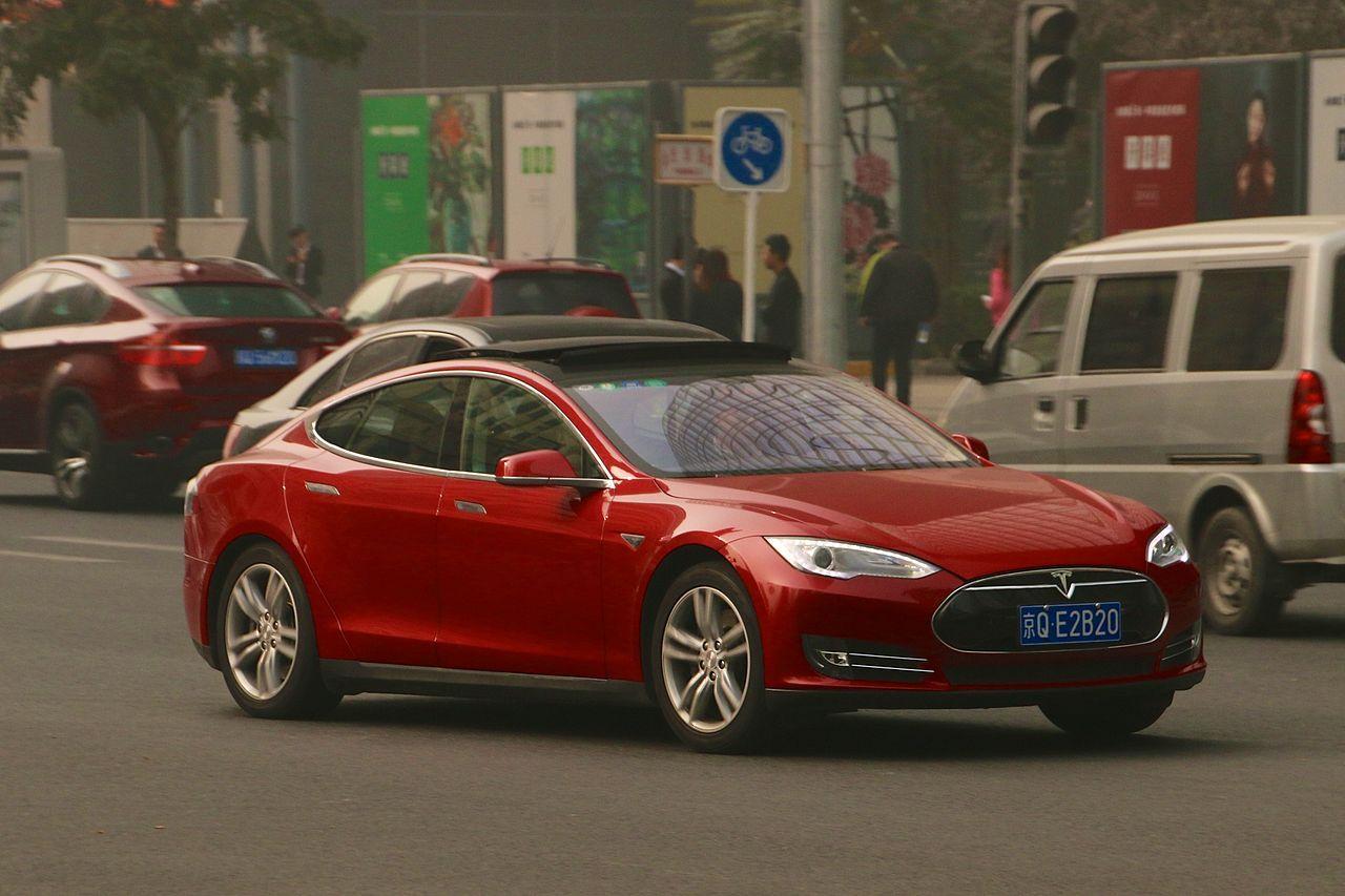 Teslas bilar förbjuds på kinesiska militäranläggningar