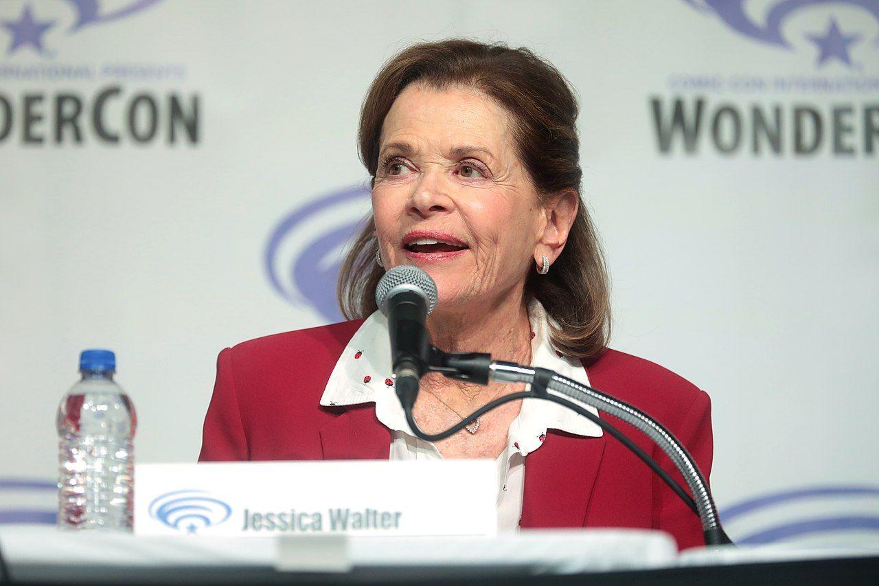 Jessica Walter är död