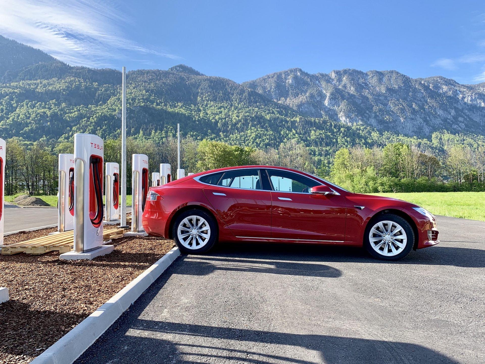 Nu finns det över 6000 stycken Tesla Superchargers i Europa