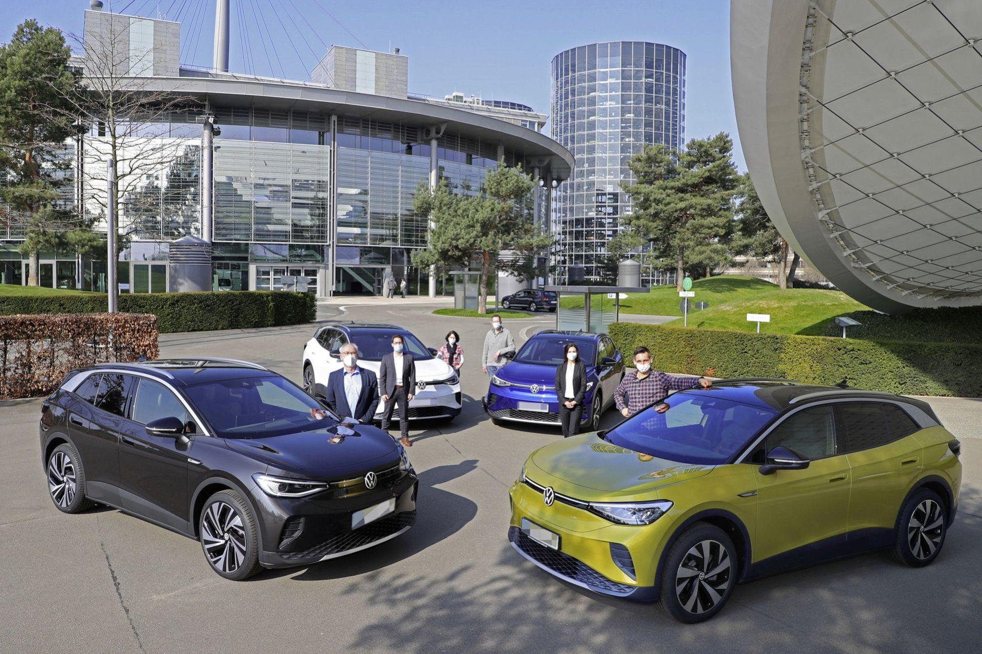 Första kunderna av Volkswagen ID.4 får sina bilar levererade