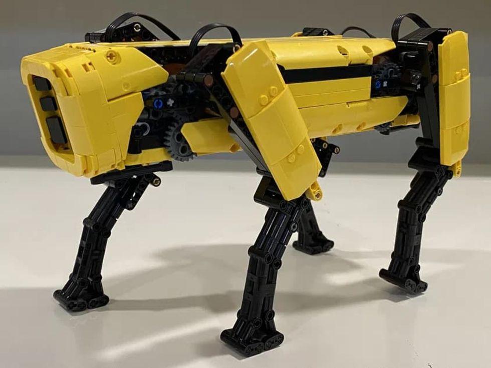 Kolla in Boston Dynamics robothund Spot i Lego