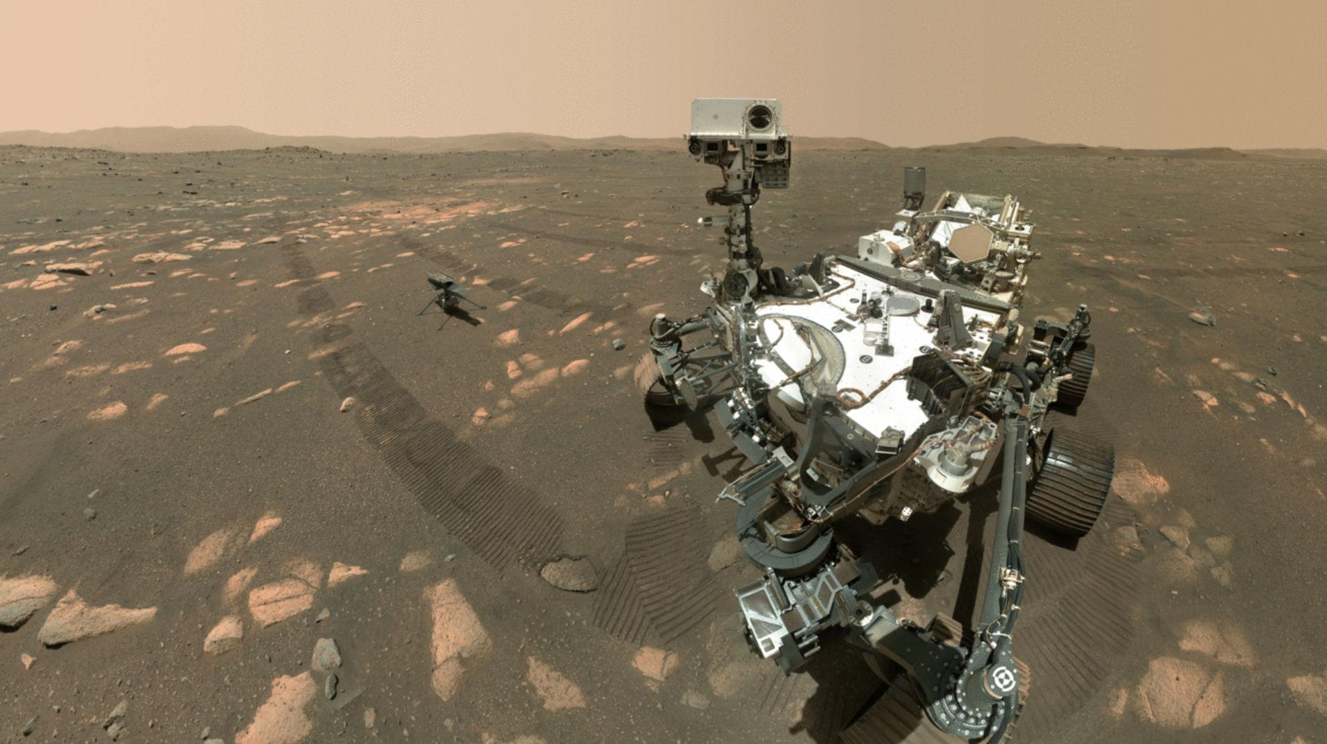Kolla in första gruppfotot från Mars!