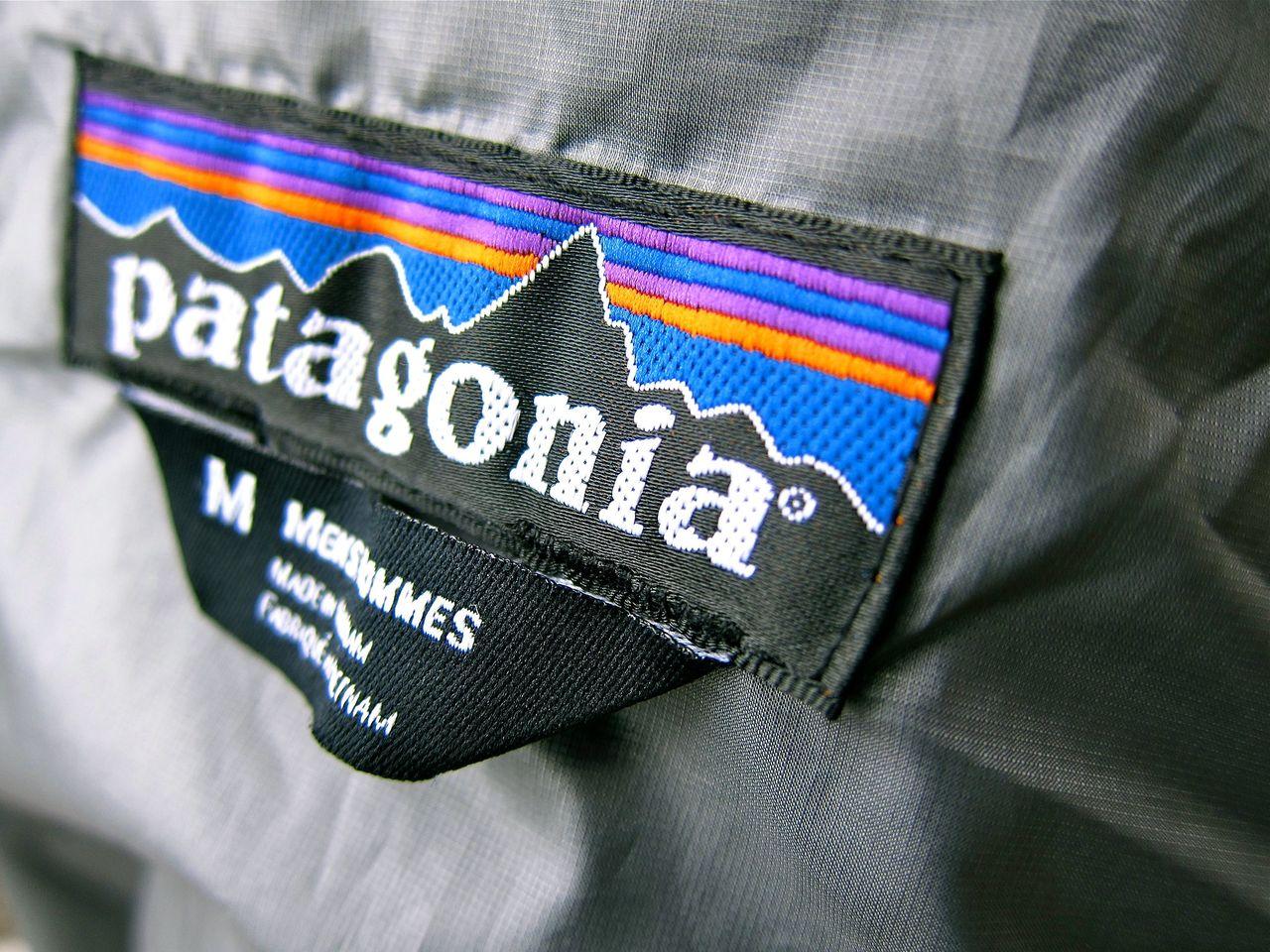 Patagonia skippar företagsloggor på sina kläder