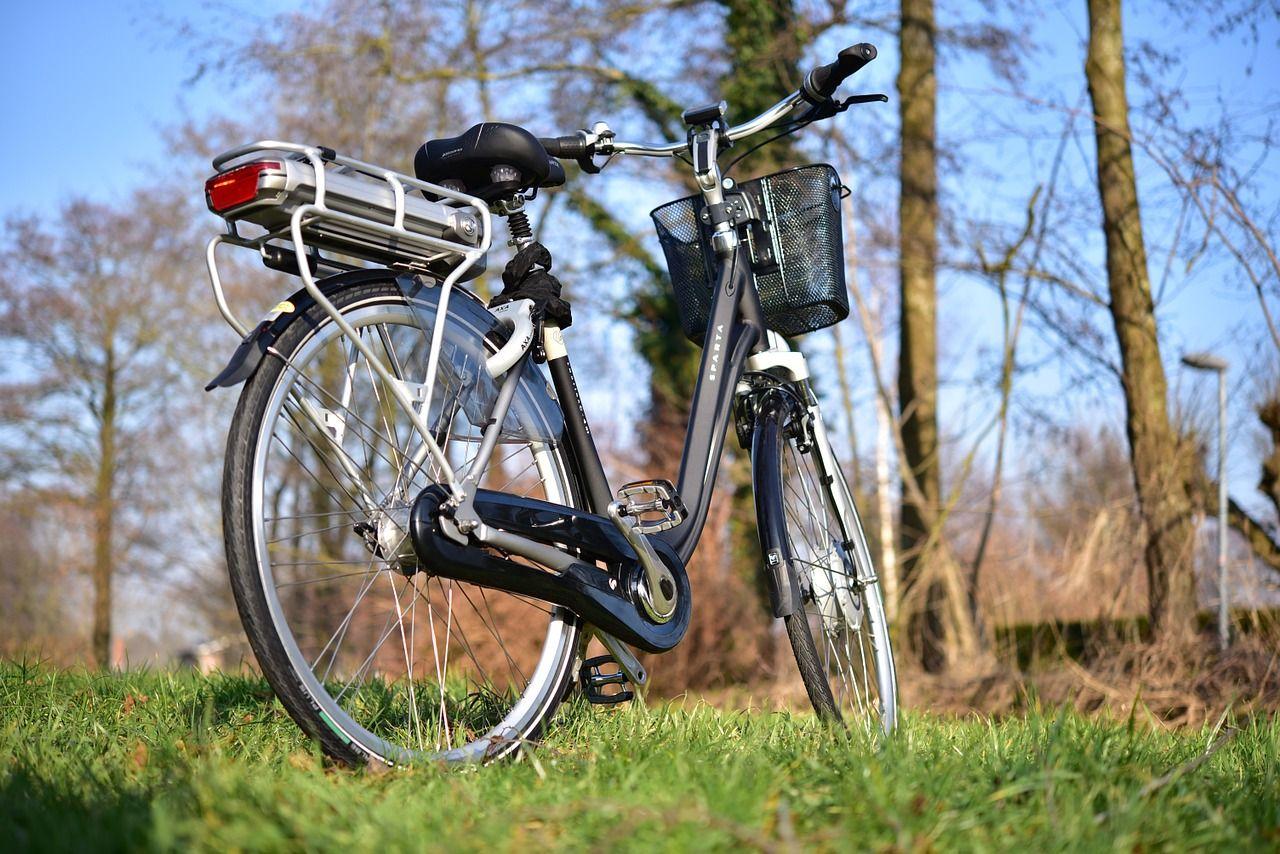 Fransmän kan få 2500 euro om de byter skrotbilen mot elcykel