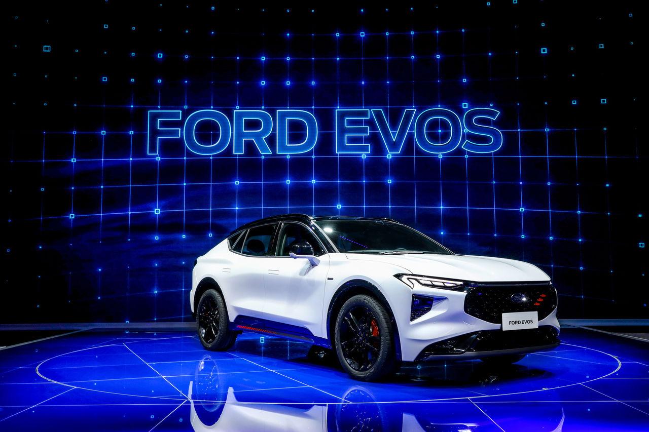Ford visar upp nya modellen Evos