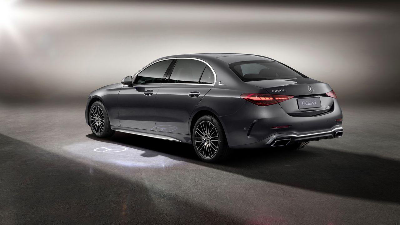 Mercedes släpper lång version av C-class