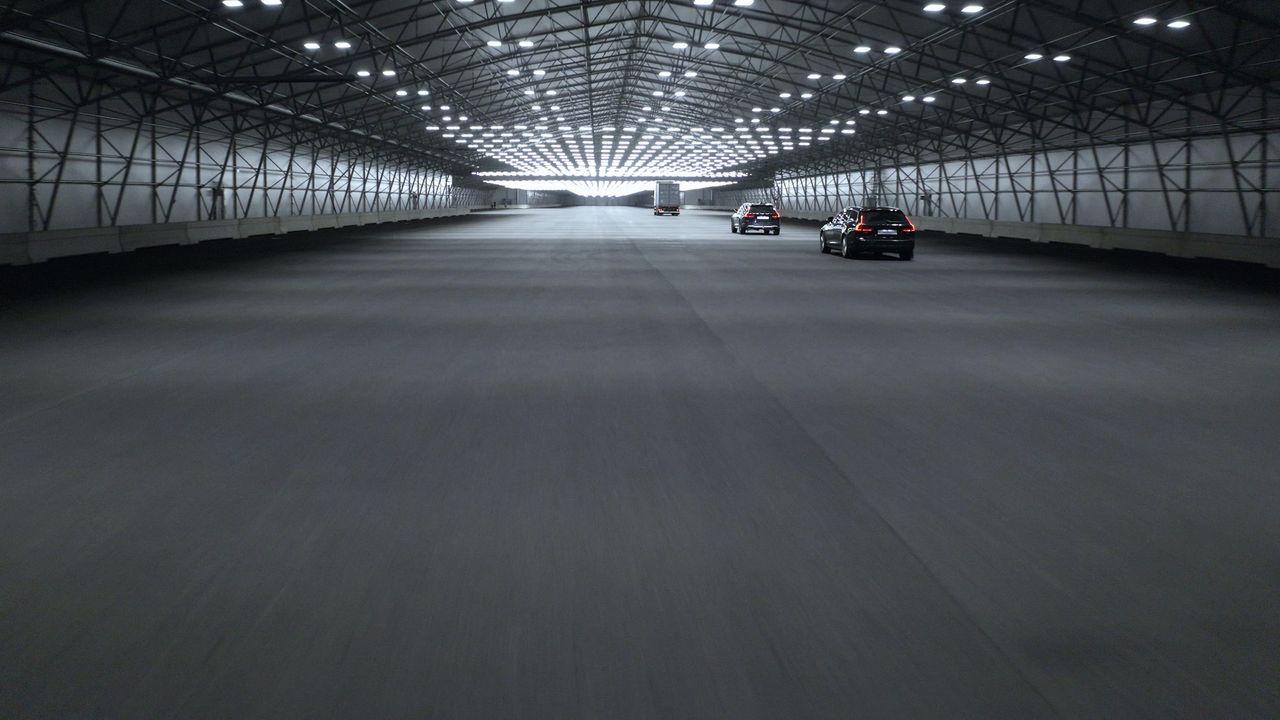 Nu öppnar världens längsta inomhusbana för självkörande bilar