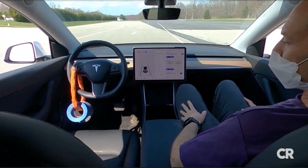 Teslas Autopilot anses ha för dålig koll på föraren