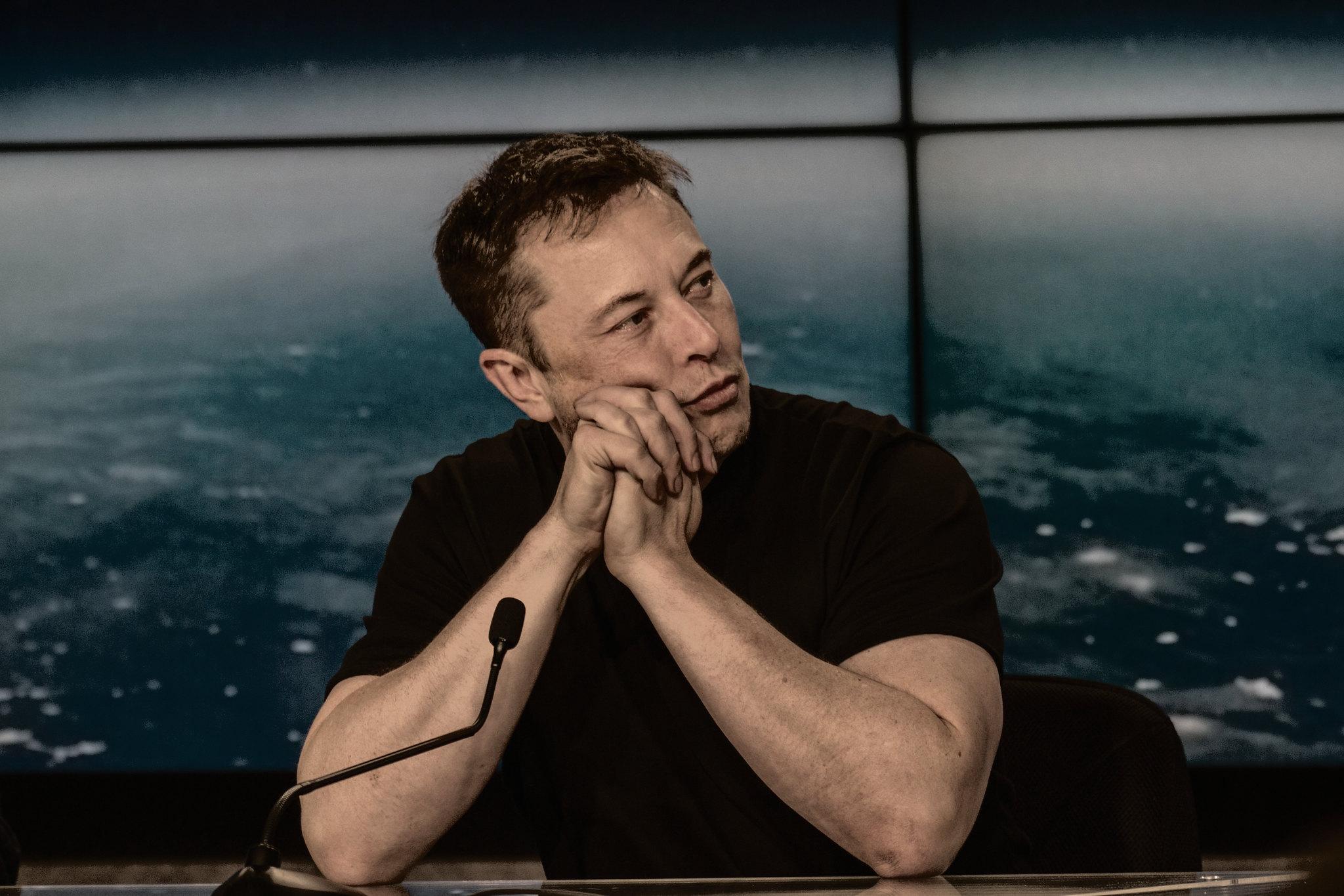 Elon Musk kommer att vara värd för Saturday Night Live i maj Och Miley Cyrus kommer att stå för musiken