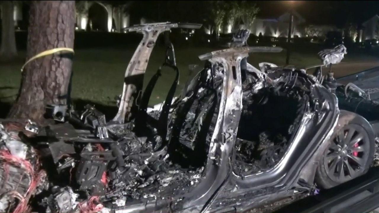 Tesla hävdar att förare satt bakom ratten vid dödsolycka