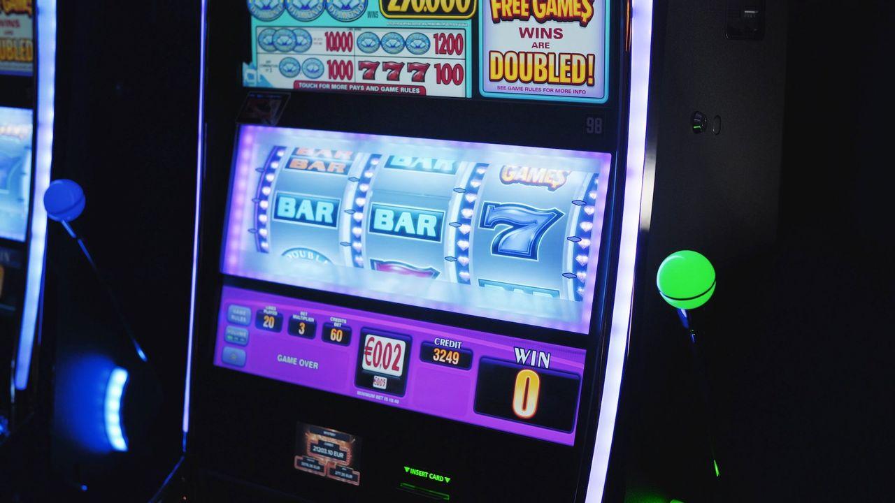 FHM vill ha en högre åldersgräns för hasardspel
