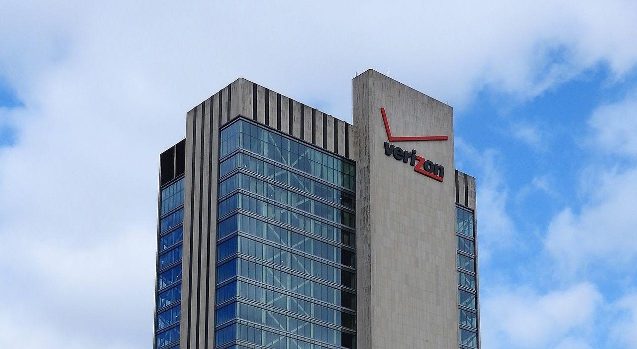 Verizon säljer Yahoo och AOL
