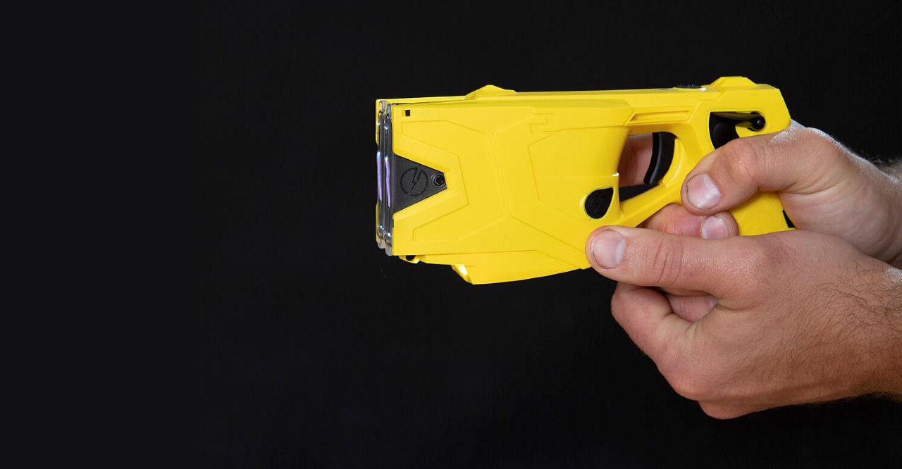 Polisen inför elchockvapen i sin vapenarsenal