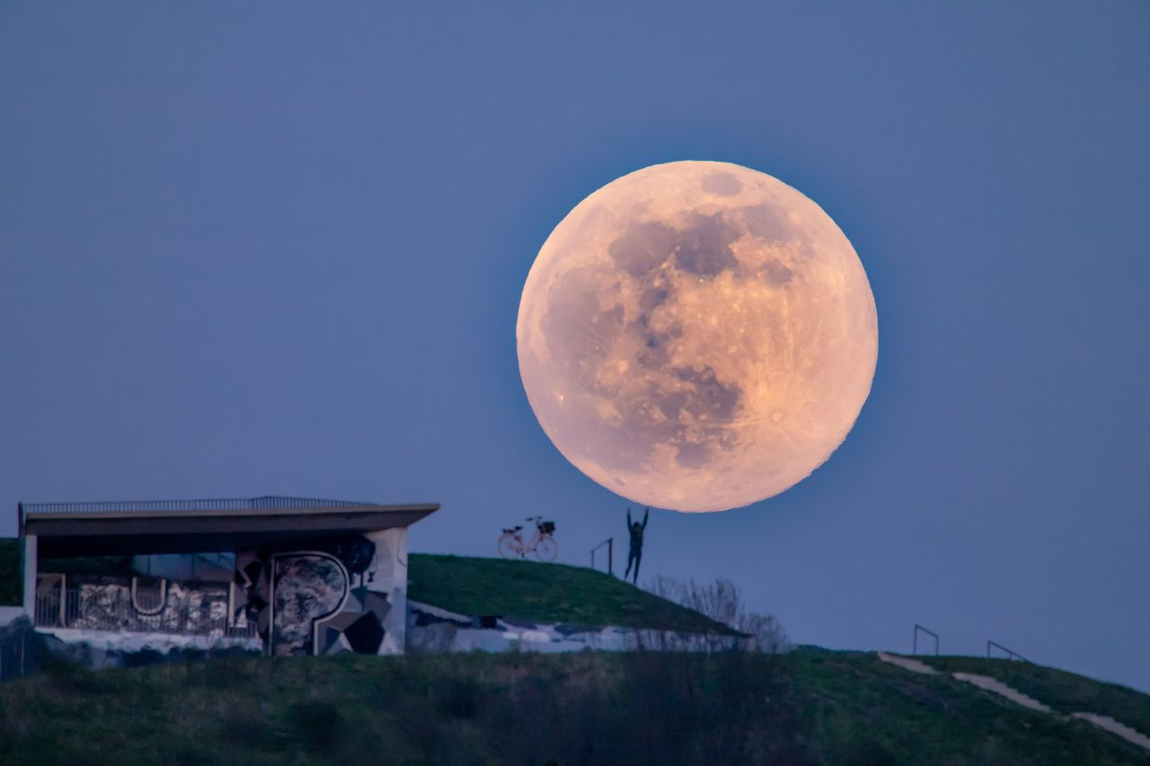 Kolla in supermåne och månförmörkelse på första parkett