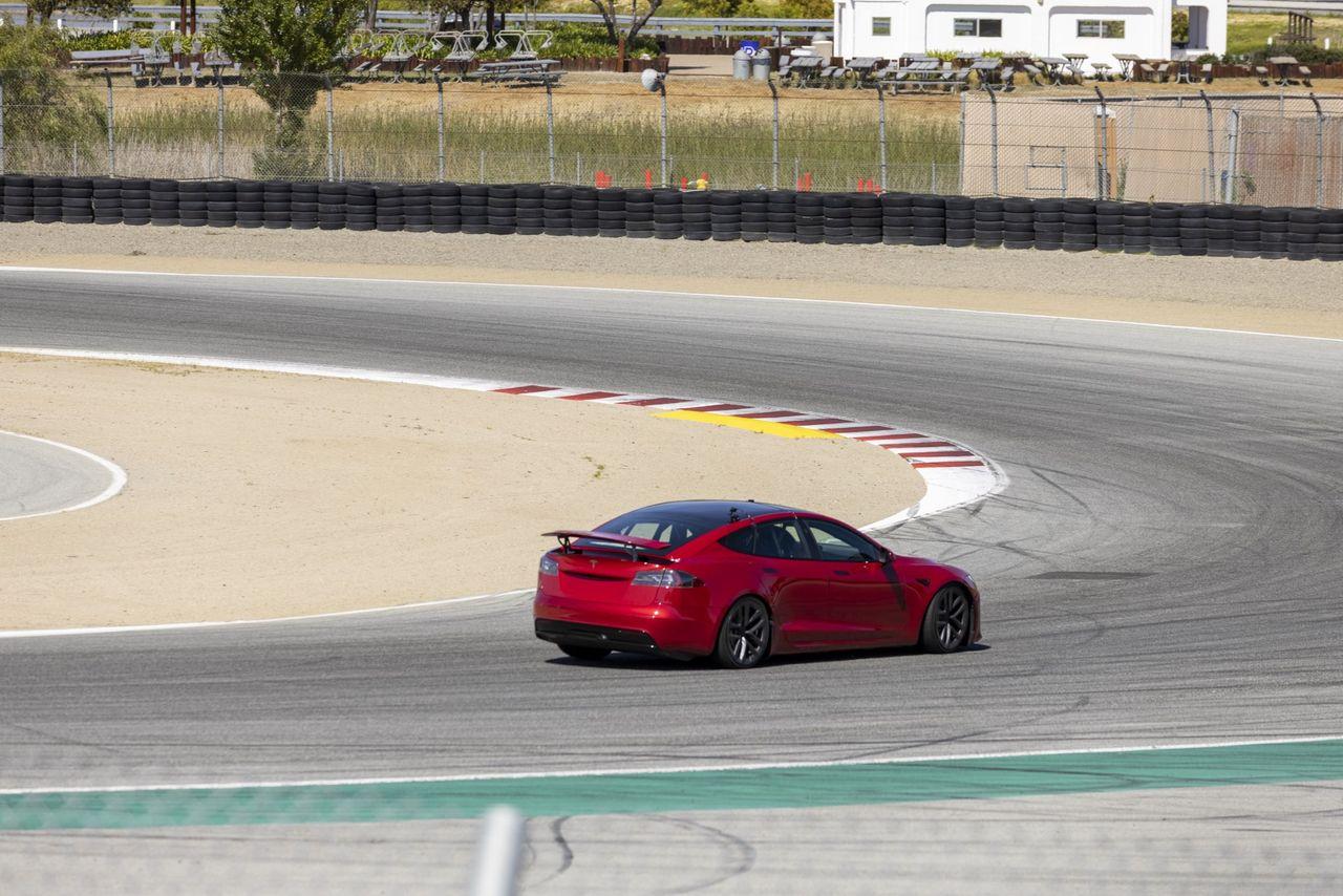 Tesla Model S Plaid kan komma med en infällbar vinge