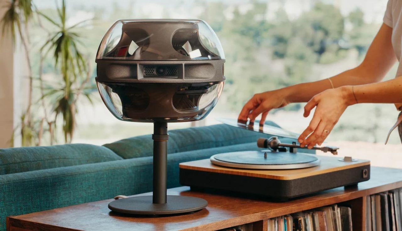 Syng är en högtalare som sprider ljudet i rummet