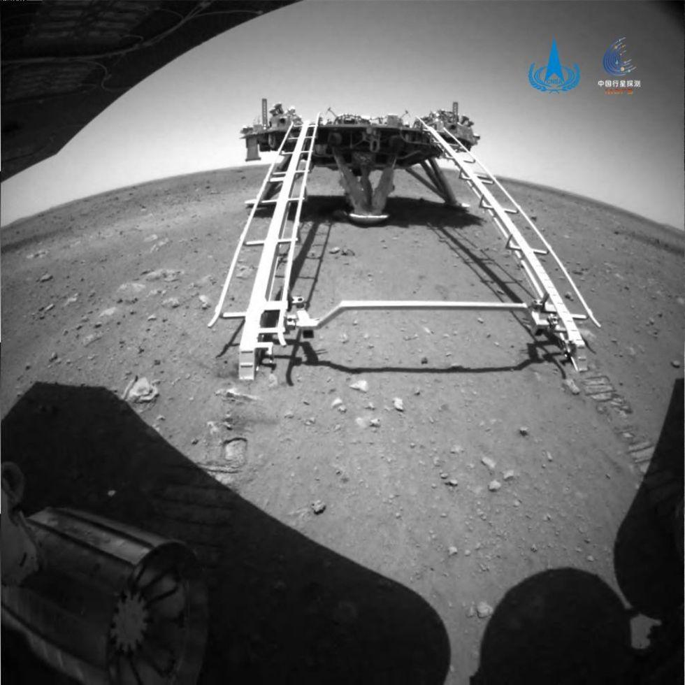 Nu står Zhurong på egna hjul på Mars