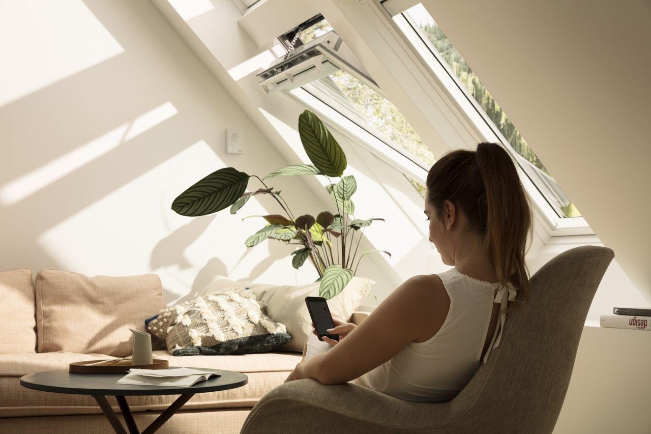 Styr fönster, gardiner och jalusier med app