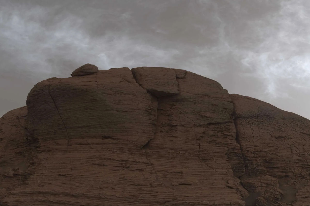 Curiosity fotar moln på Mars
