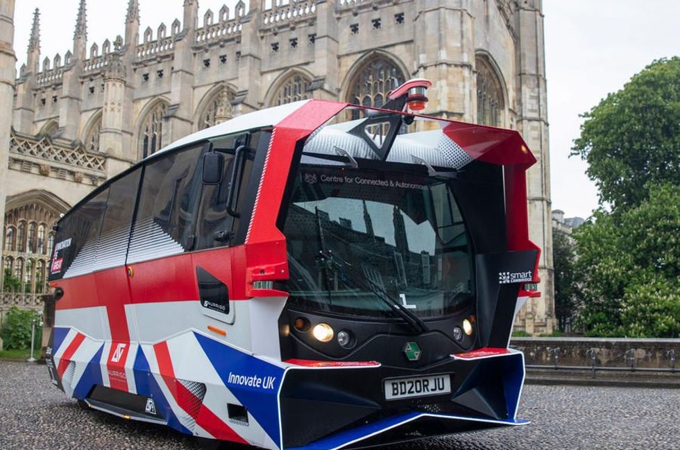 Självkörande buss har börjat rulla i Storbritannien