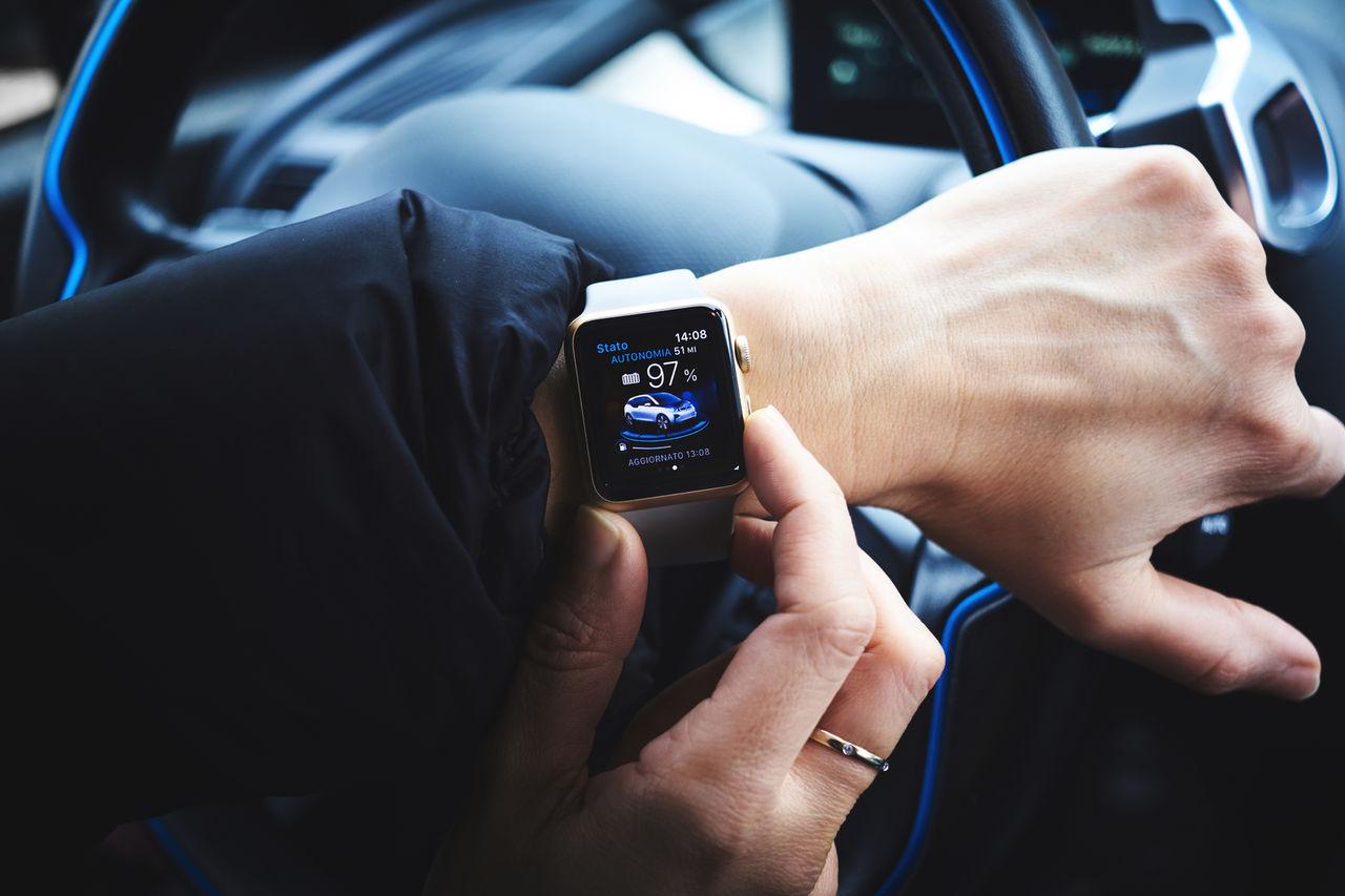 Smarta klockor större trafikfara än mobiler enligt ny studie