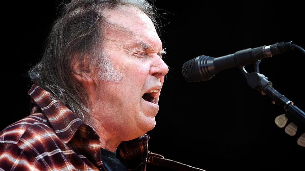 Neil Young klar med sin scifi-roman Canary
