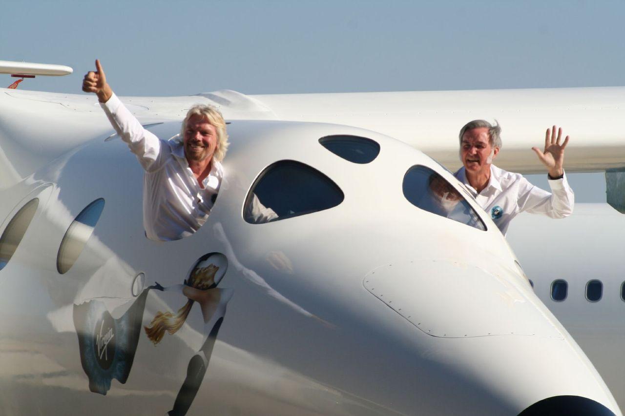 Richard Branson verkar vilja ta sig till rymden före Jeff Bezos