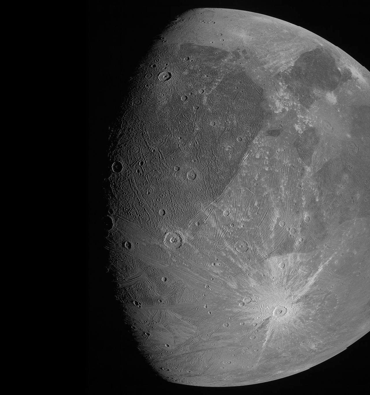 Nu har Juno tagit sig en sväng förbi Jupiters måne Ganymede