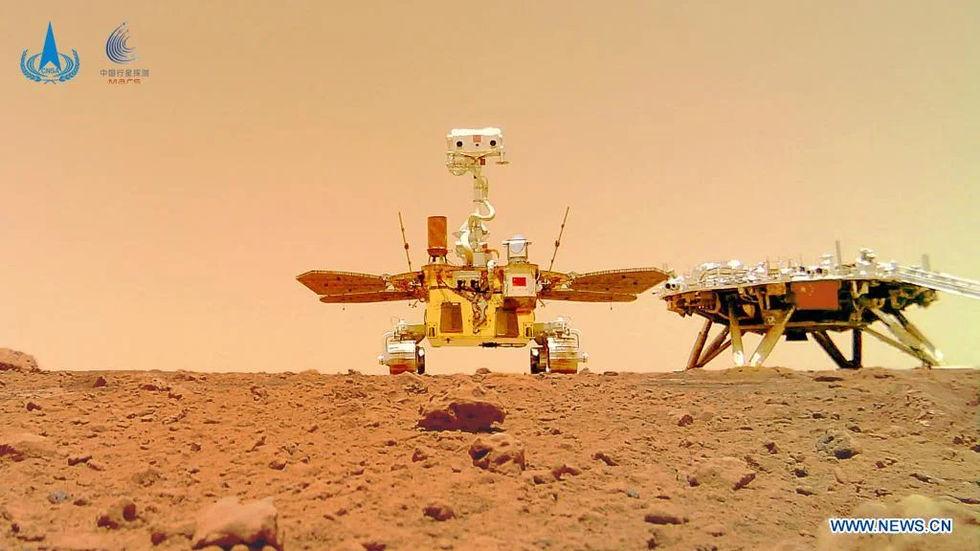 Zhurong skickar en selfie från Mars