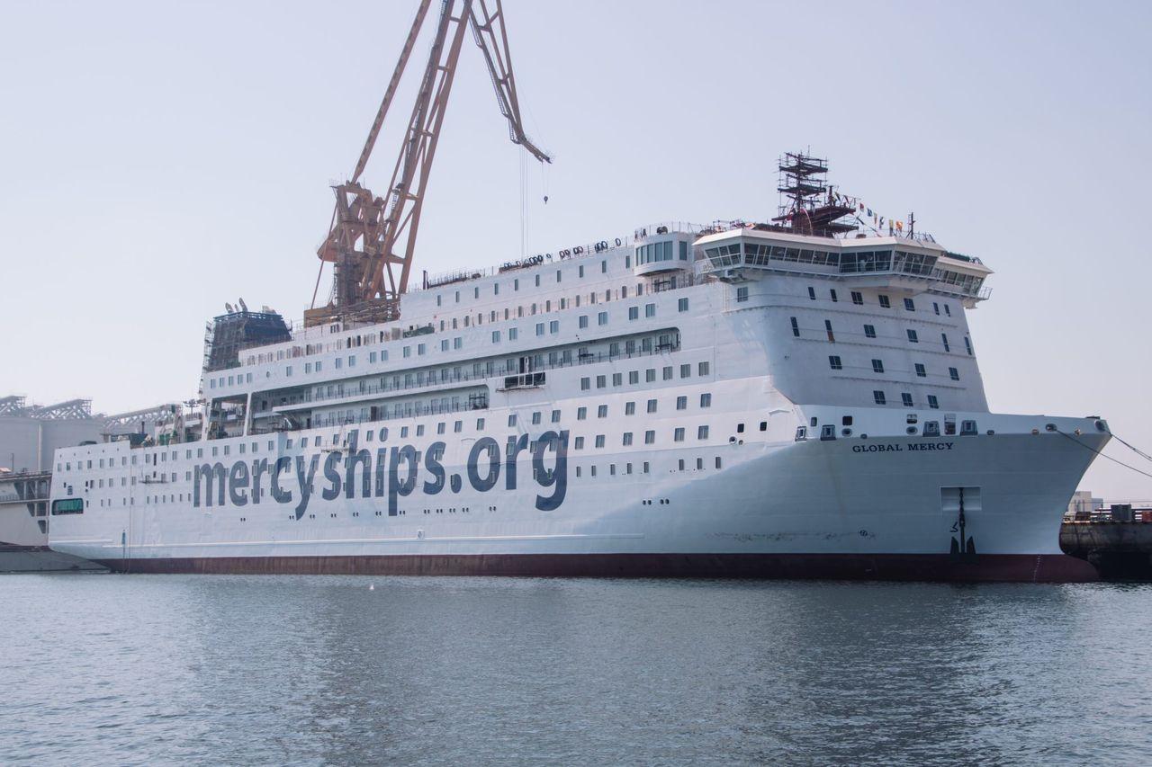 Världens största sjukhusfartyg färdigbyggt