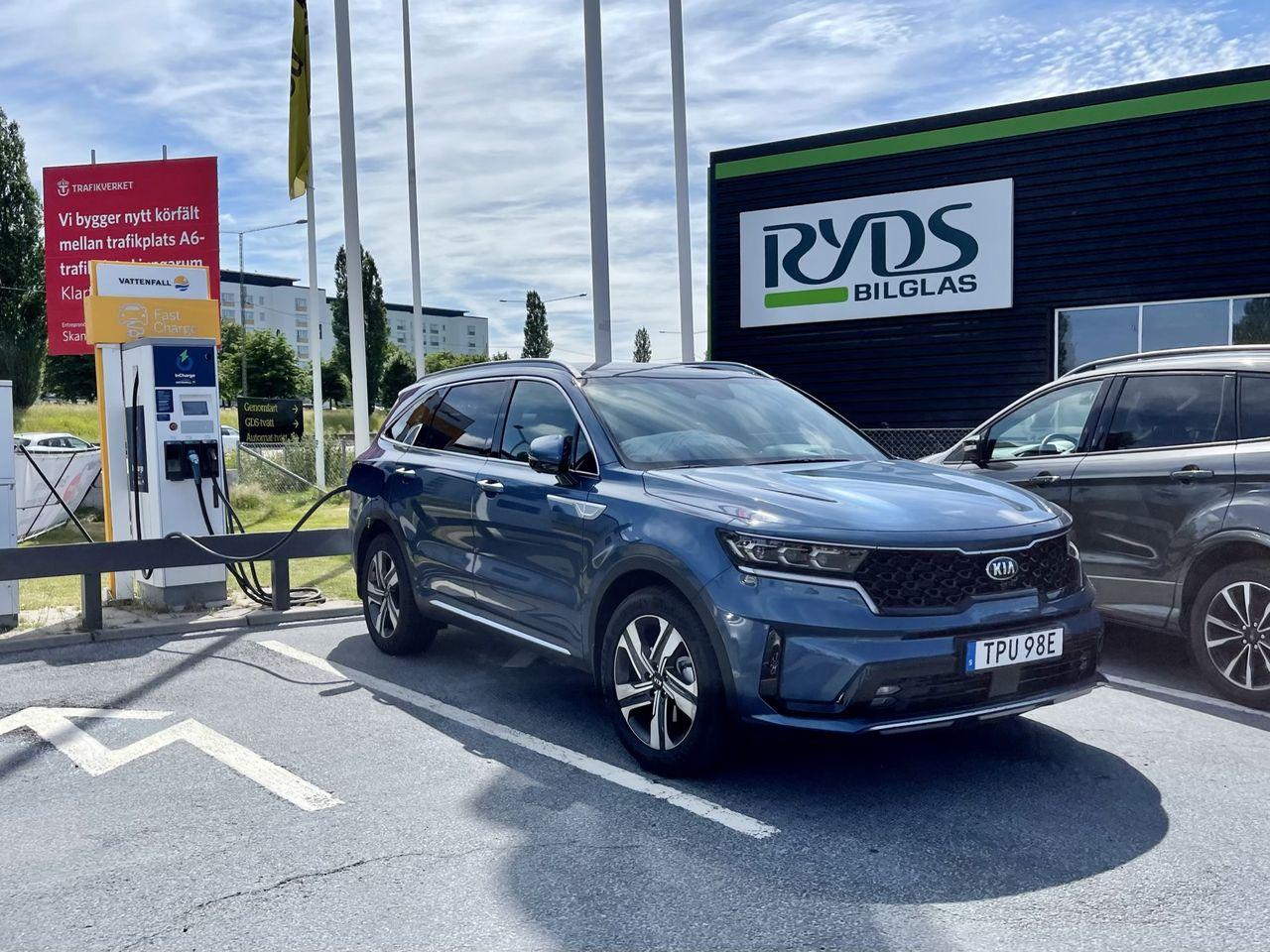Utsläppen från nya bilar minskade förra året i Europa