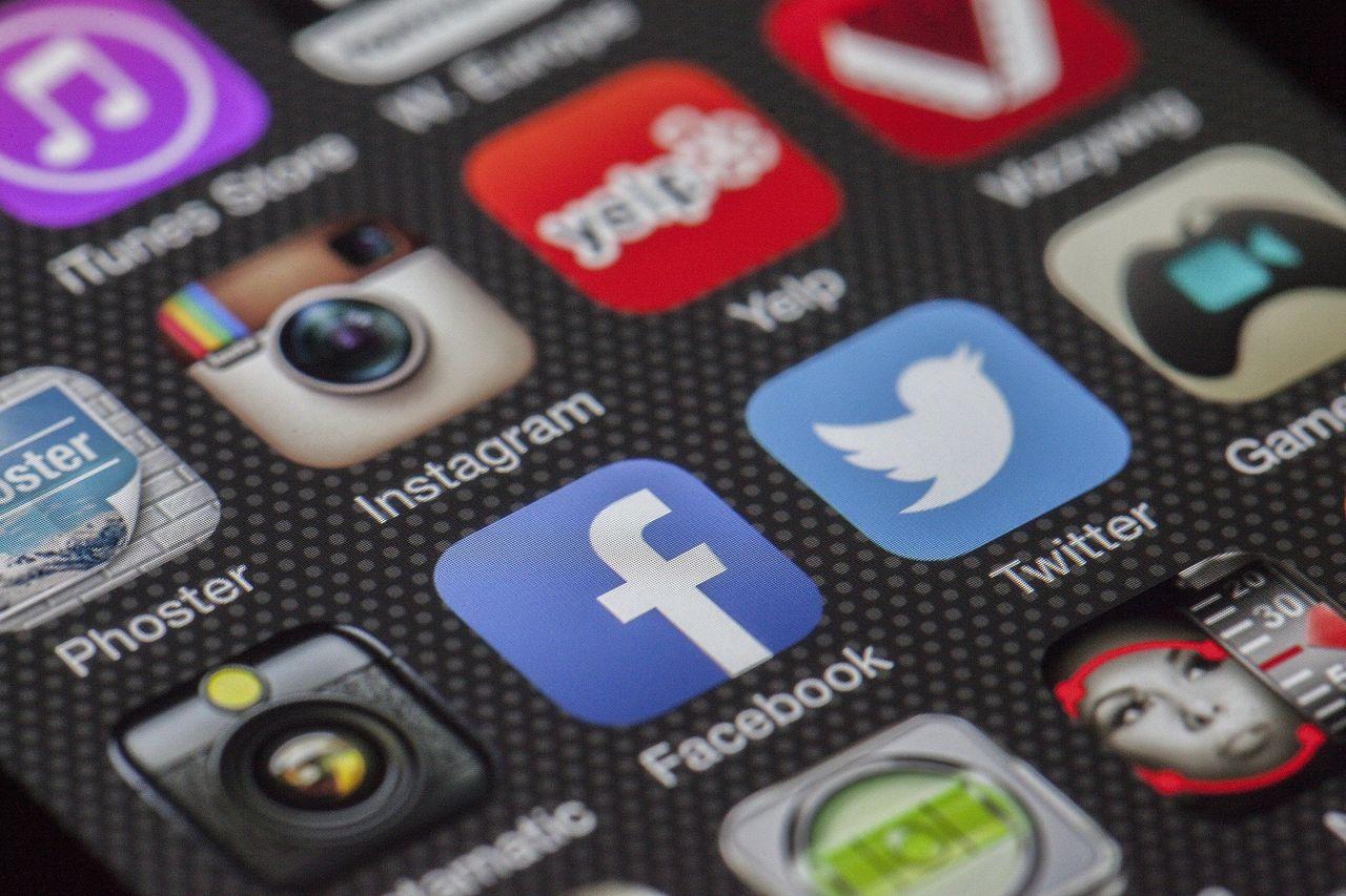 Trump stämmer Twitter, Facebook och Google