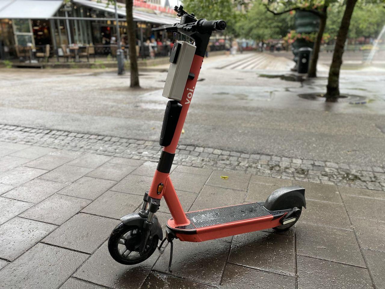 Voi jobbar på teknik för att få bort elsparkcyklar från trottoaren