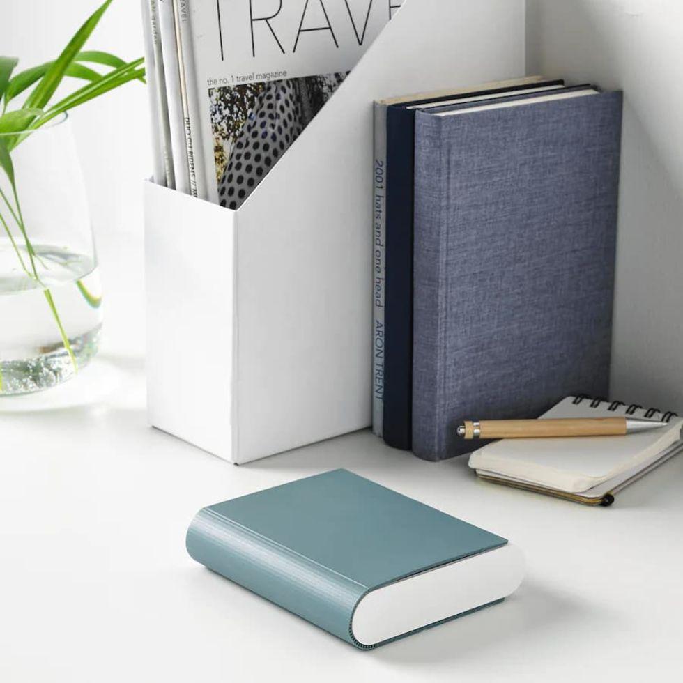 IKEA släpper batteriladdare som passar fint i bokhyllan