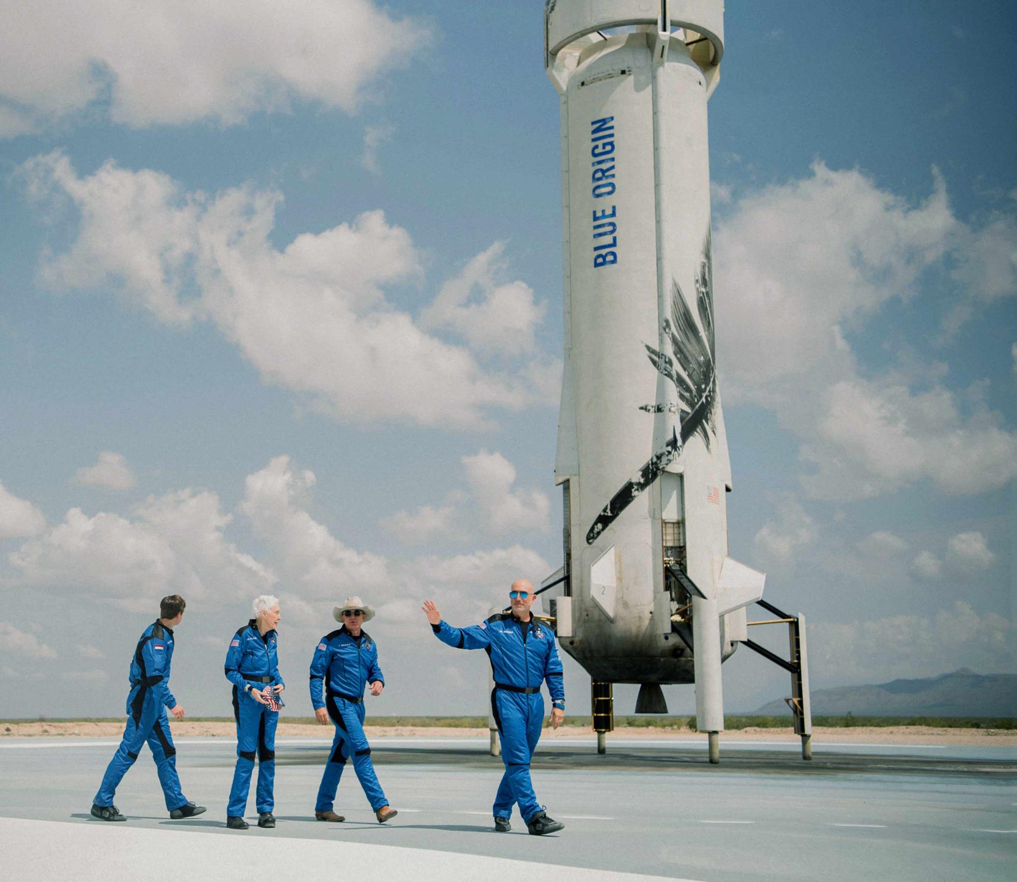 Bezos och Branson får inte kalla sig astronauter