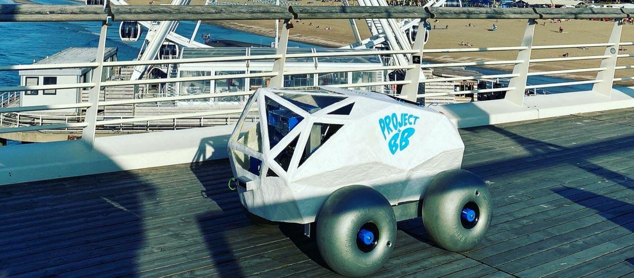 BeachBot rensar stränder från fimpar