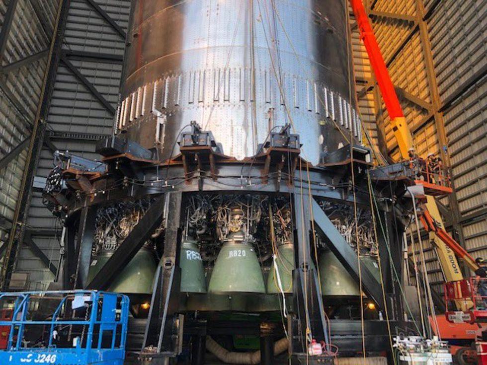 SpaceX har installerat 29 Raptor-motorer på en Super Heavy