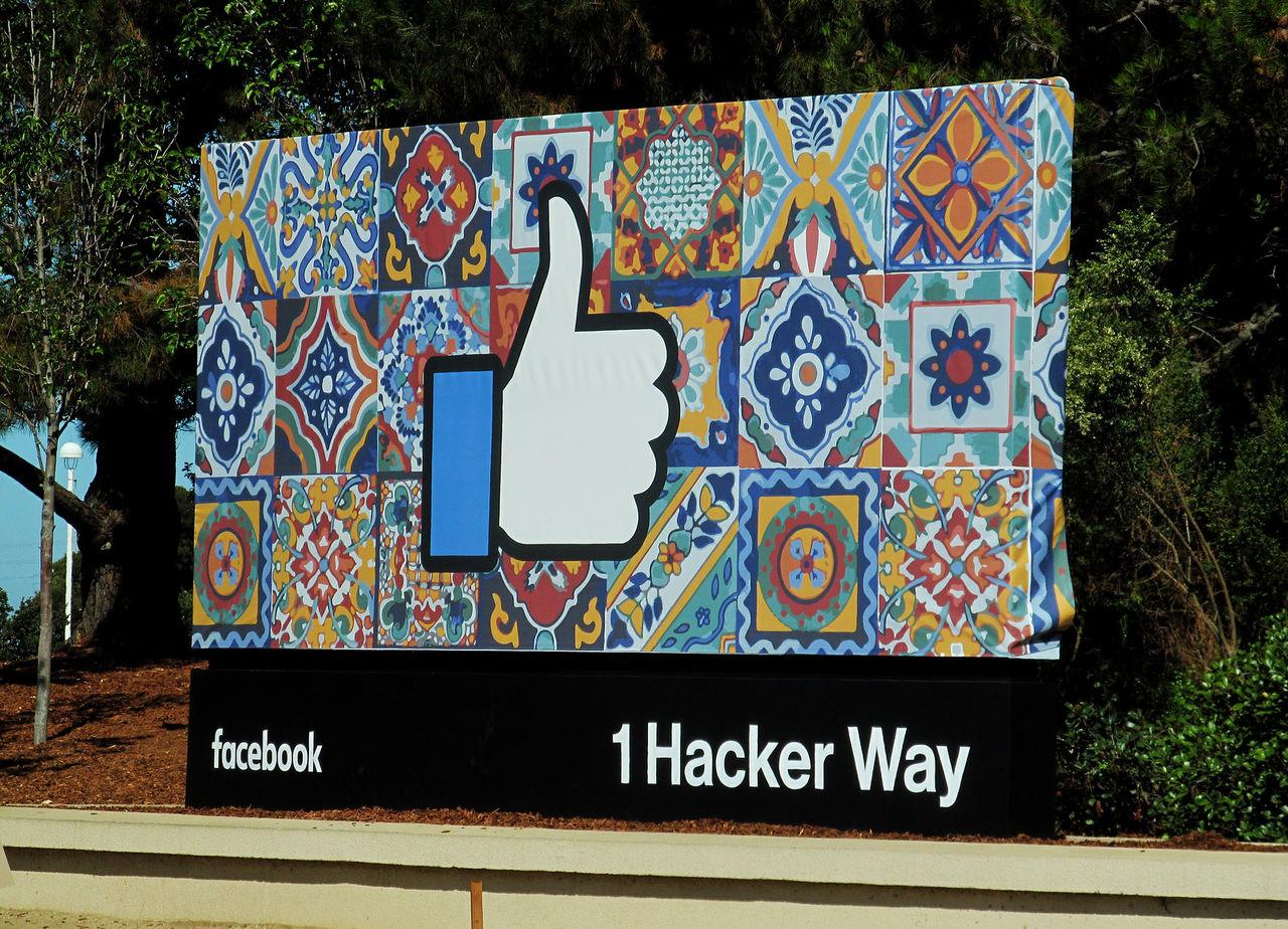 Facebook stänger av forskare som granskar tjänsten