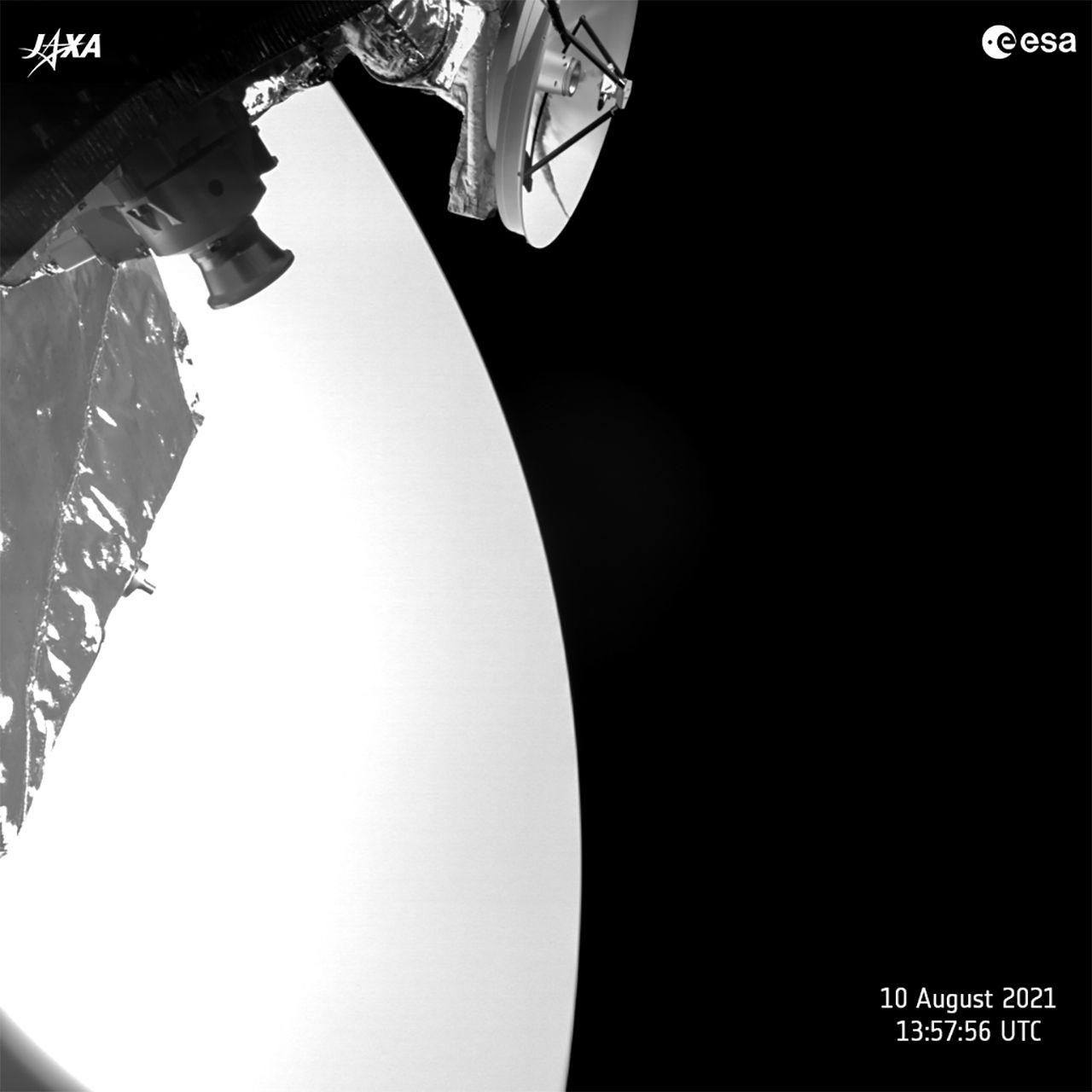 ESA släpper lite nya bilder från Venus