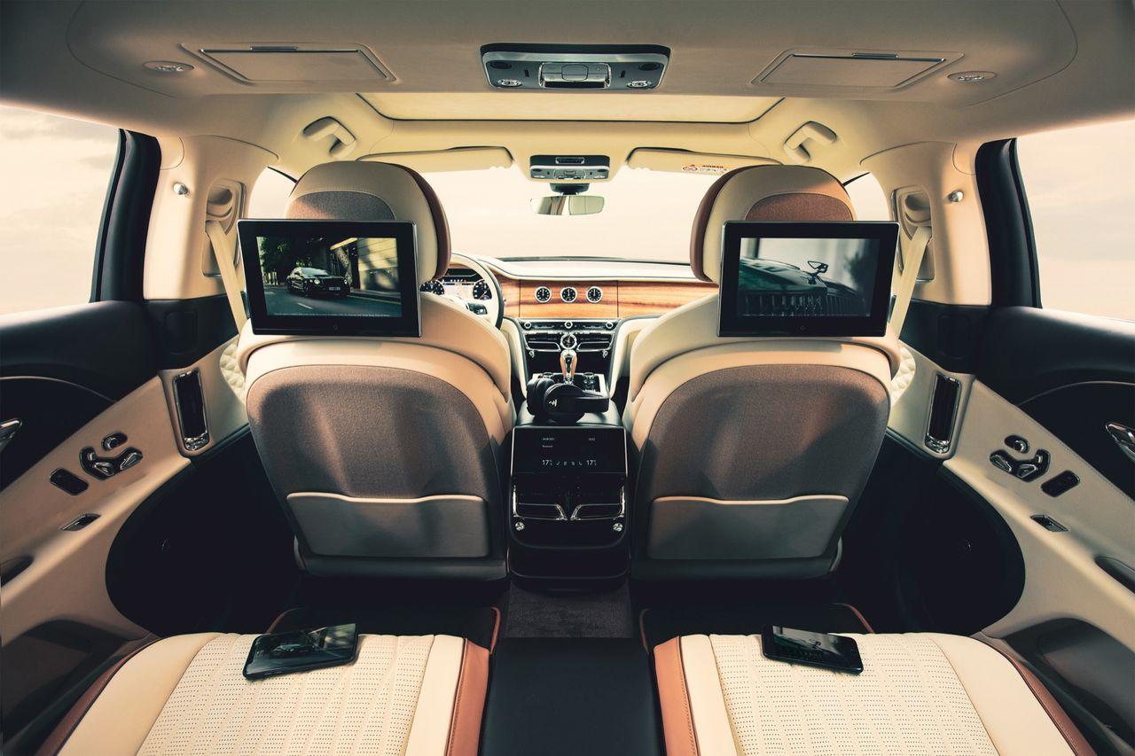 Bentley fixar trevlig baksätesunderhållning