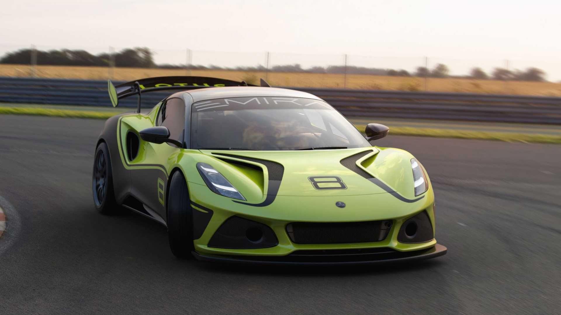 Lotus Emira i racingkostym