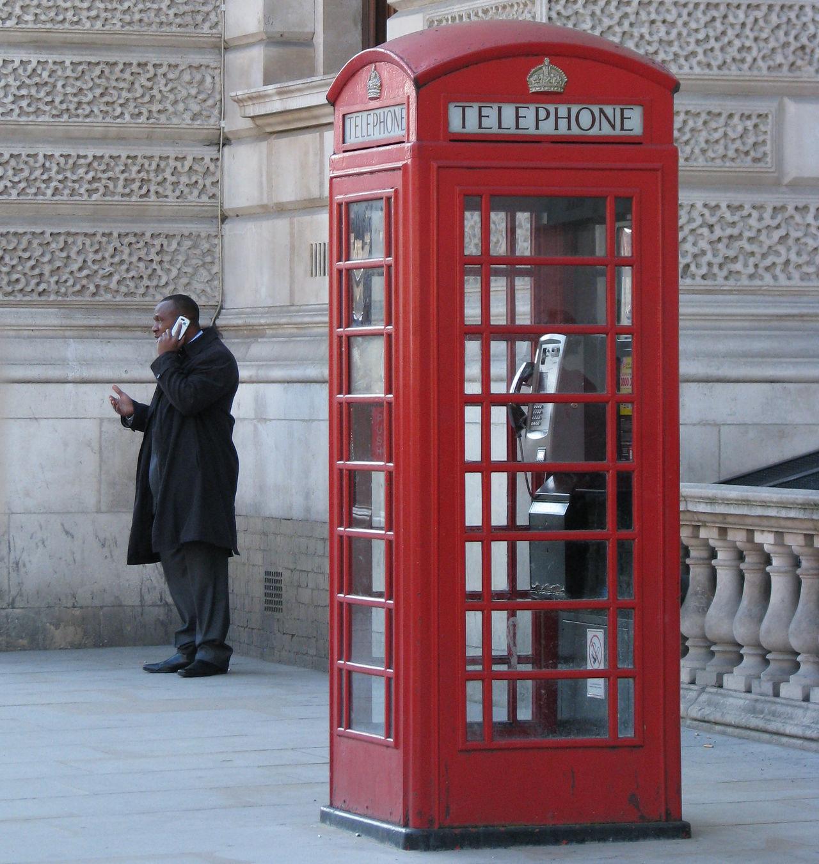 Telia och Telenor inför roamingavgifter i Storbritannien
