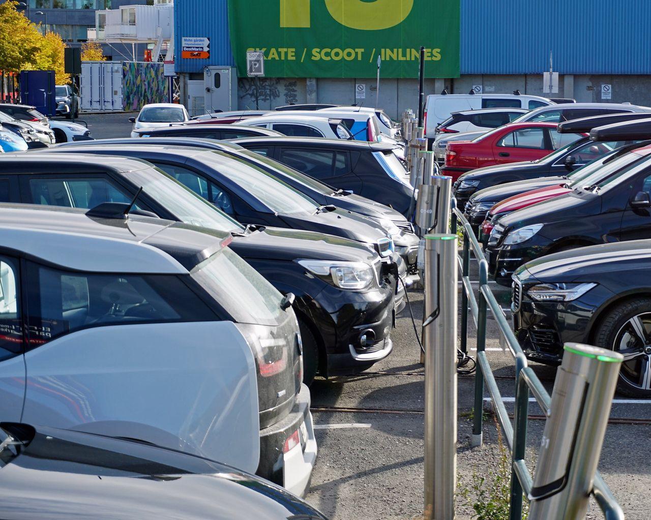 Alla nya bilar är elbilar eller hybrider i Norge nästa vår
