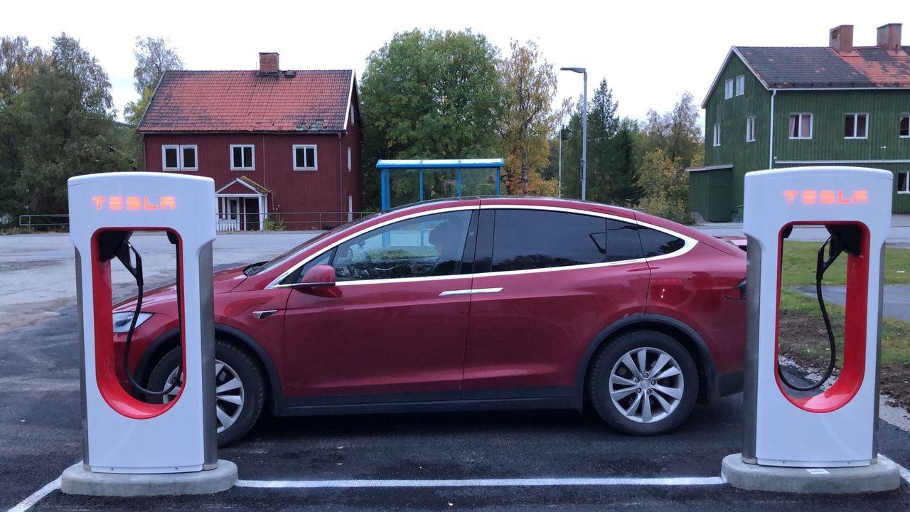 Nu finns det 50 stycken Supercharger-stationer i Sverige